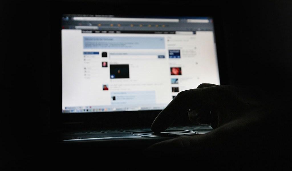 Cuentas falsas rusas gastaron 100 mil dólares anuncios políticos facebook