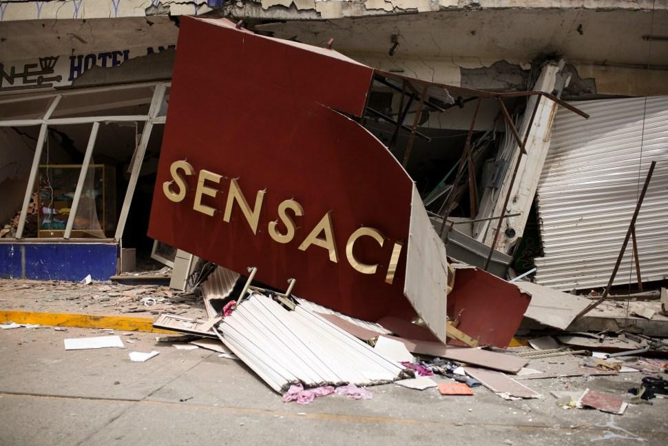 Suman 61 personas muertas por sismo