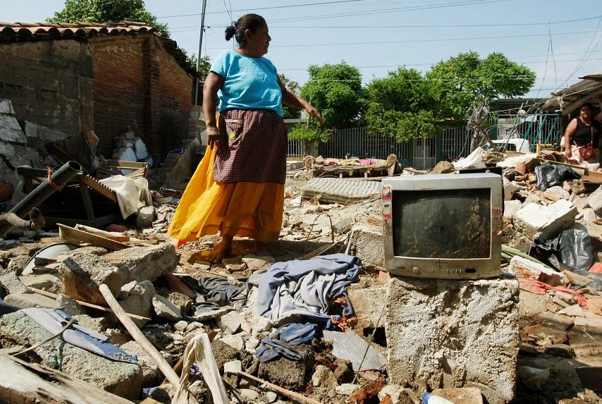 Suman 90 muertos por sismo de 8.2 grados en México