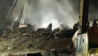 rescatista salva vidas entre escombros cdmx