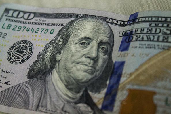 Peso mexicano gana por menor aversión a los activos de riesgo