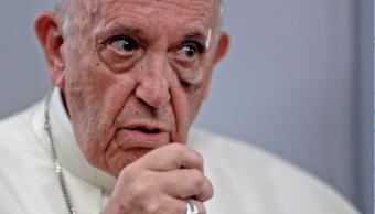 El papa Francisco sufrió un golpe en la cara en Colombia