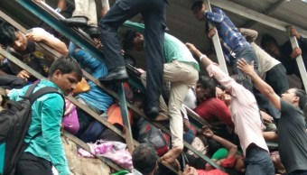 estampida bombay india 22 muertos heridos