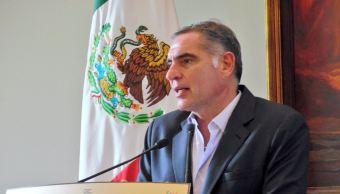 Gabino Cué otorgando apoyos al deporte