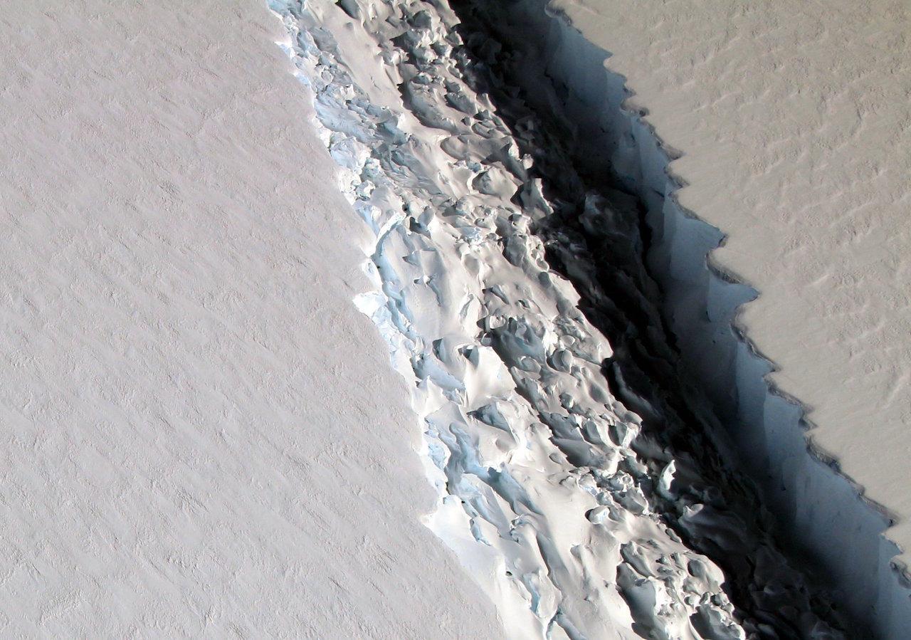 Se agrieta la Antártida y se desprende un nuevo iceberg gigante