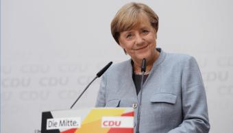 La canciller alemana, Angela Merkel, ofrece una conferencia de prensa luego de su triunfo
