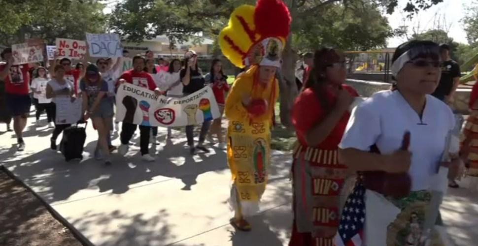 Marchan migrantes y dreamers contra la eliminación del DACA en El Paso