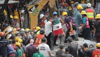 Mexicanos acuden a los llamados de ayuda y desesperación tras sismo