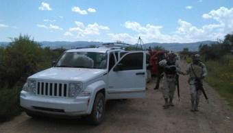 Militares y policias aseguran avion ligero en ciudad juarez