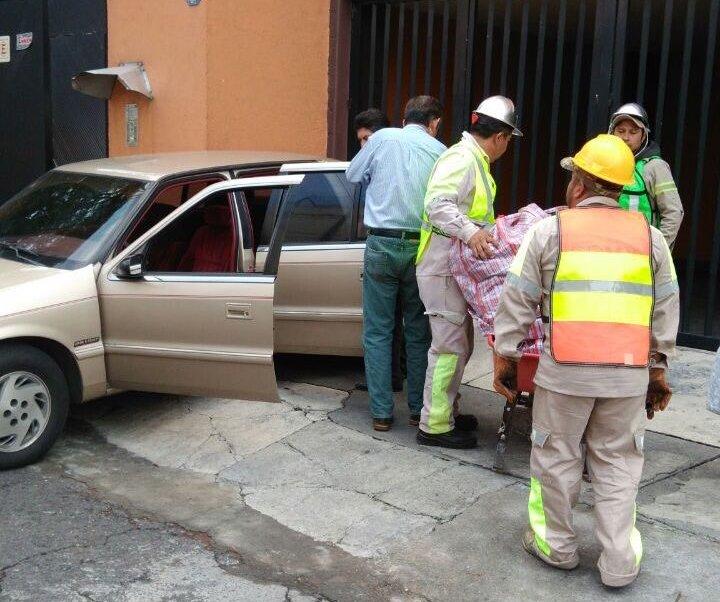 Vecinos rescatan pertenencias en calle Coquimbo