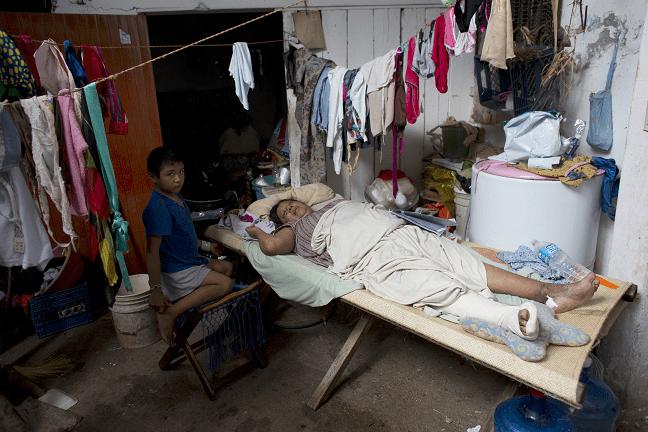 Personal médico atiende damnificados en zonas afectadas por sismo