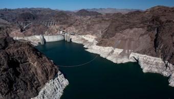 Británico nada ebrio en presa Hoover en Colorado, sobrevive y lo multan