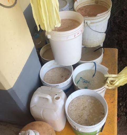 Decomisan 146 litros de 'pulque canero' en reclusorios de la CDMX