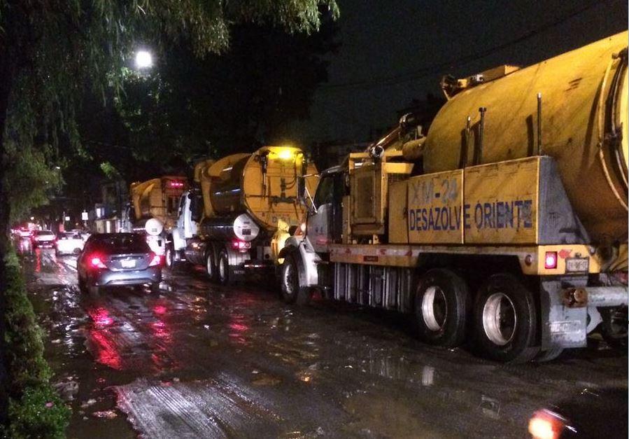 Reabren la circulación en Periférico, CDMX, tras inundaciones