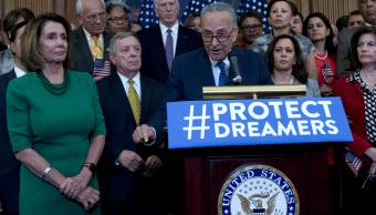 Chuck Schumer y legisladores democratas abogan por DACA