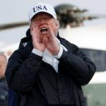 Trump responde a periodistas antes de abordar el avión a Florida