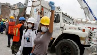 cientos de personas ayudan en la zonas siniestradas por sismo