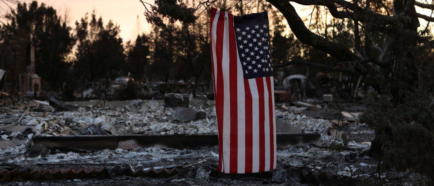 suman 31 muertos incendios en california