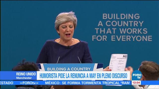 Theresa May pide disculpas por el mal resultado electoral