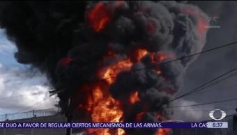 Incendio por toma clandestina de combustible afecta 14 casas en el Edomex