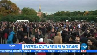 Cientos de personas protestan en 80 ciudades de Rusia contra Putin