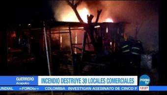Incendio consume más de 30 locales en Acapulco, Guerrero