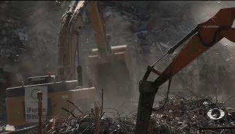 Retiran escombros en Álvaro Obregón 286