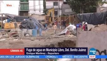 Se registra fuga de agua en Municipio Libre, colonia Portales, CDMX