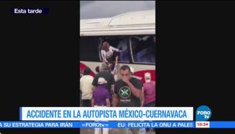 Autobús impacta contra muro en la autopista México-Cuernavaca