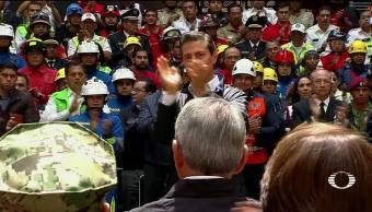 Reconocen a rescatistas y recuerdan a víctimas del sismo