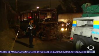 Choca microbús en la Glorieta de la Raza, CDMX