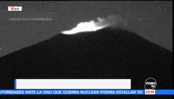 El volcán Popocatépetl presenta una ligera fumarola