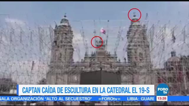 Video registra caída de escultura de Tolsá en Catedral durante sismo
