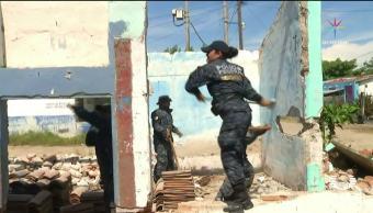 Demuelen casas a mano en Chiapas