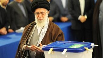 Líder supremo iraní reta a Estados Unidos sobre futuro del acuerdo nuclear