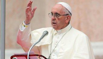 Papa Francisco pide que se abran corredores humanitarios para refugiados