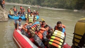 Cae autobús a un río en Nepal hay 31 muertos y 16 heridos