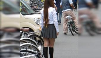 Alumna en Japón demanda a su escuela por obligarla a teñirse el pelo