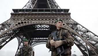 Senado francés aprueba polémica ley antiterrorista