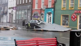 Ofelia azota Irlanda como tormenta; hay un muerto