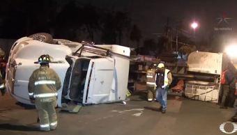 Camión choca contra la estación del metrobús La Joya