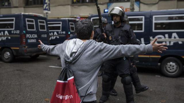 Gobierno de Cataluña dice que hay 337 heridos por operativo contra referéndum