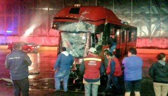 Choca Metrobús en Circuito Interior, CDMX