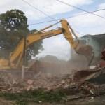 Avanzan trabajos de demolición de viviendas dañadas por sismos en Oaxaca