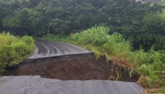 Deslave de cerro provoca desalojo de 10 familias en Veracruz