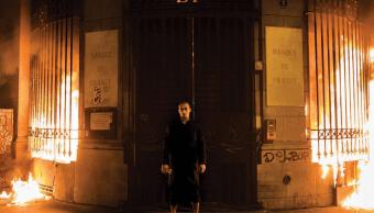 El artista ruso Pyotr Pavlensky incendió la fachada del Banco Central