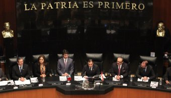 Ernesto Cordero y Justin Trudeau en el pleno de la Cámara de Senadores