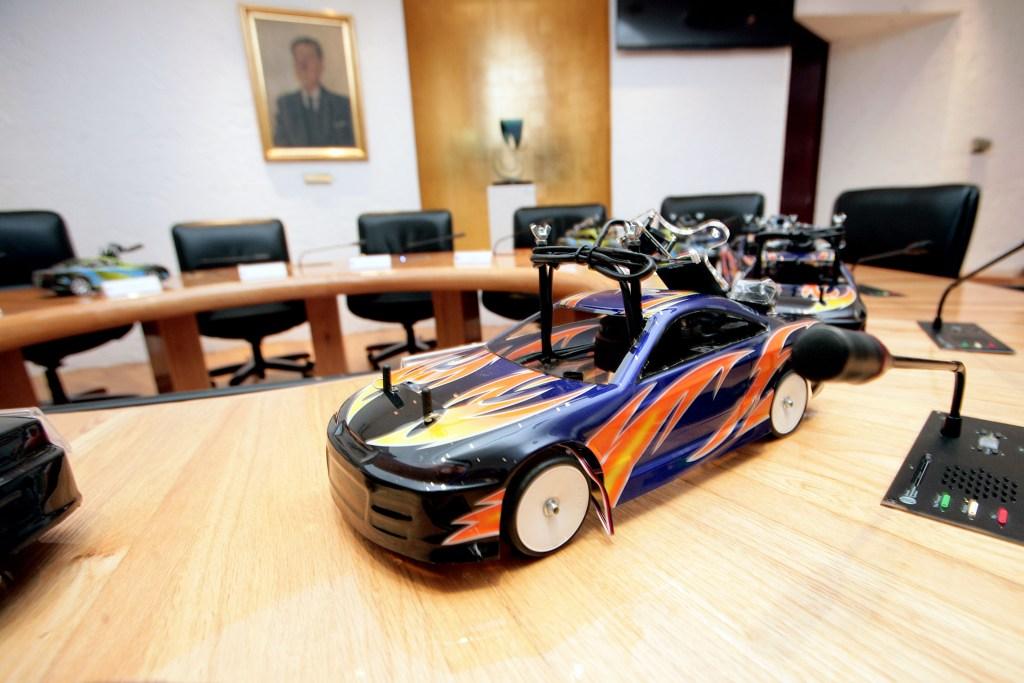 Gobierno alemán dona 11 vehículos alemanes a universidades