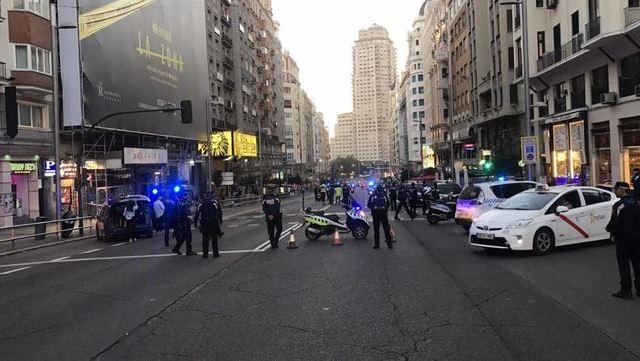 Movilización policíaca por auto abando
