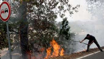 Incendio forestal en Almeidinha, Portugal, cerca de la frontera con Salamanca, España